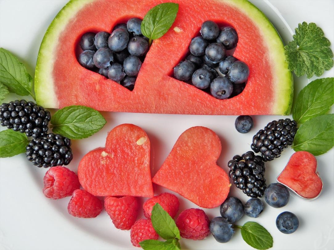 fruit-fruits-heart-blueberries-442408